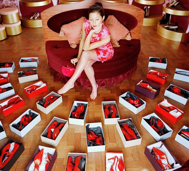 """""""Hmm, mám spoustu bot, ale něco mi v tom životě chybí. Že by další boty? No jistě!"""""""