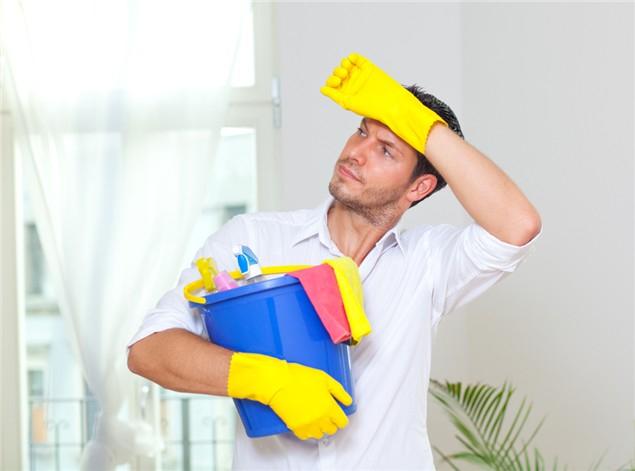 Muži by se museli adaptovat na domácí práce