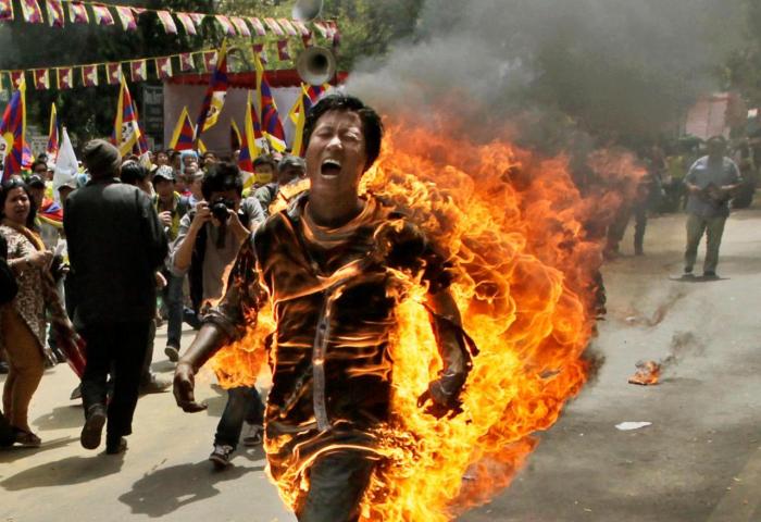 Pamatujte, že požár vás nijak neochladí. Pokud zapálíte sebe, nejen, že se vám od teple neuleví, ale navíc zemřete