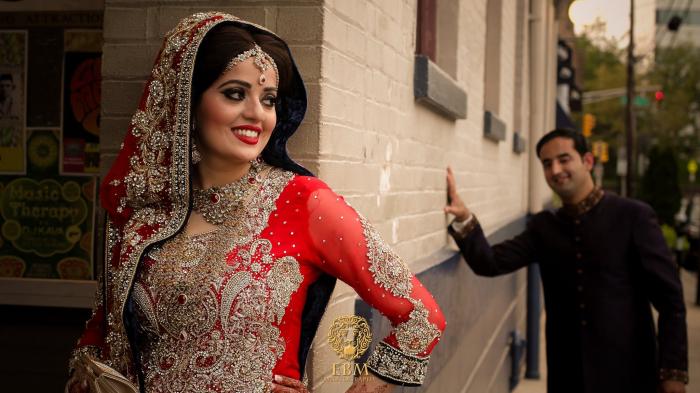Pákistánská svatba je celkem drahý špás. Pokud na ní nemáte, nezbývá vám než sušit (nejen) hubu.