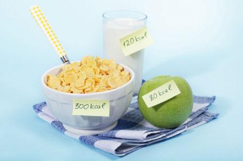 Počítat kalorie není na škodu, nechte si ale od odborníka poradit jak na to.