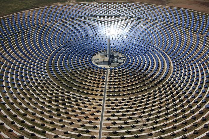 Gemasolar – možná ne největší, ale v současné době rozhodně nejvýkonnější solární elektrárna na světě.