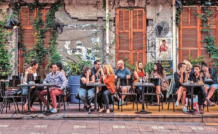 Jak Tel Aviv, tak Jeruzalém v sobě ukrývají stovky a tisíce pouličních barů a restaurací.