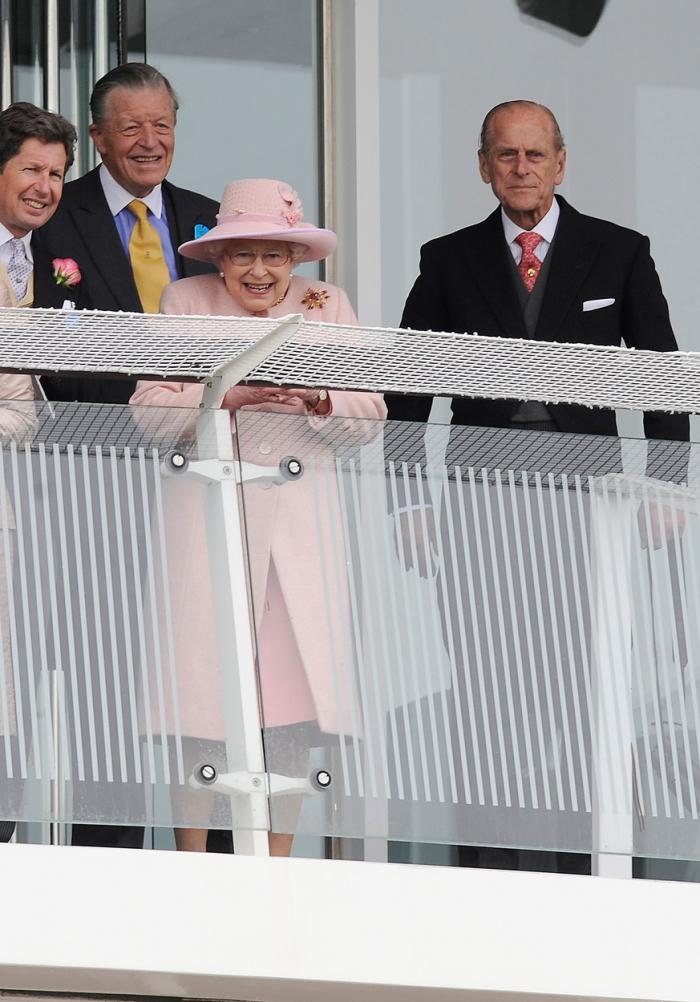 """6. června 2009 na Epsomském Derby. """"Za tři roky budeme mít diamantovou svatbu, má drahá mylady. Není to k popukání?"""""""