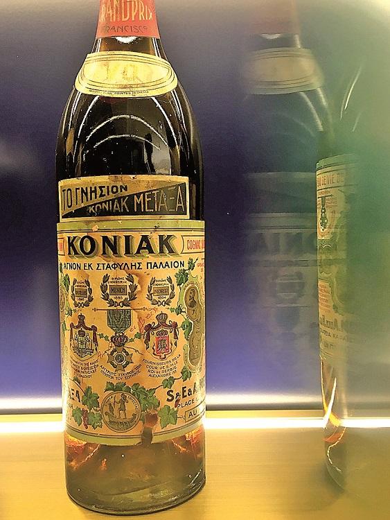 Jedna z prvních láhví dnes už legendární Metaxy.