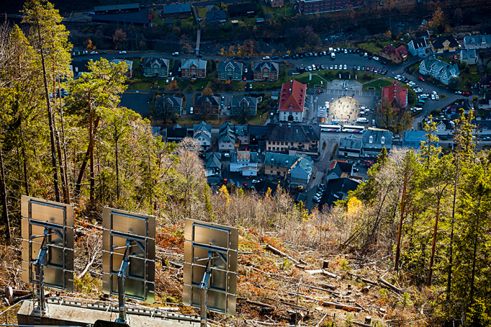 Zrcadlem proti temnotě bojují i v norském Rjukanu.