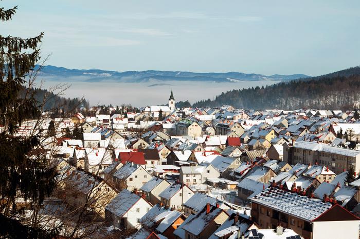 Chorvatské městečko Delnice uprostřed zimy.