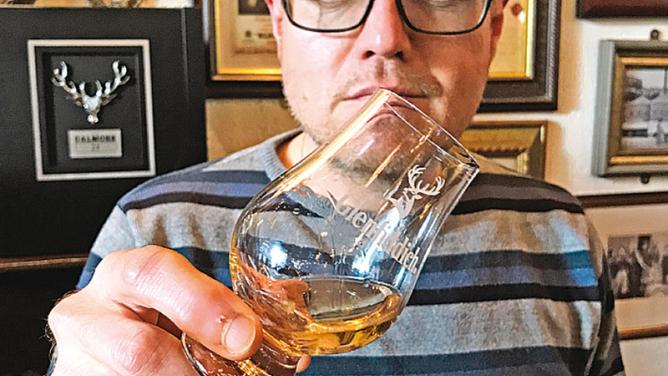 Vypravte se do Edinburghu: je tam tepleji a zeleněji než unás, a ktomu ještě whisky &prejt