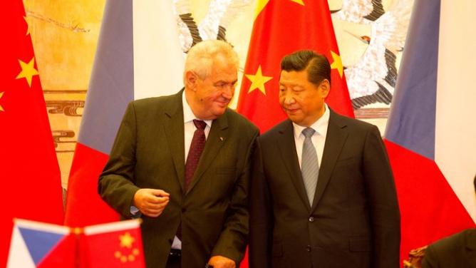 5servilních způsobů, jak můžeme Číně do zadku zalézt ještě hlouběji