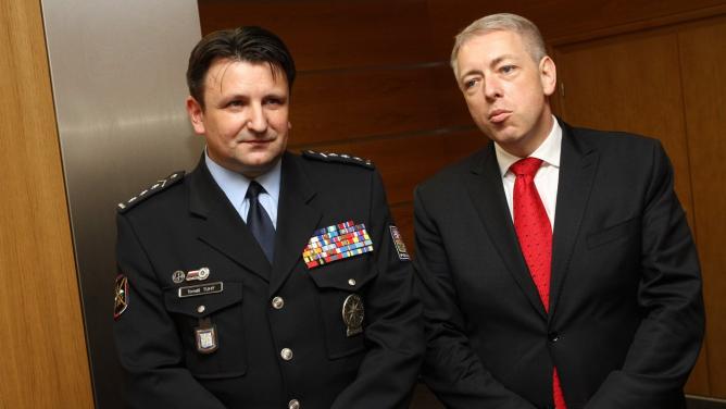 """""""Jste pro srandu králíkům,"""" vzkazuje ministr vnitra českým policajtům."""
