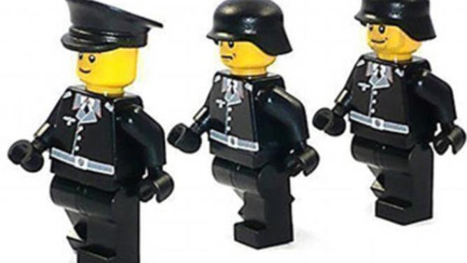 Inácci si rádi hrají! Německý fanda třetí říše prodával na internetu speciálně upravené lego figurky