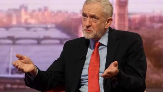 Vůdčí osobnost britské levice Corbyn se poprvé vymezil proti imigrantům. Za ty ale považuje Čechy aPoláky