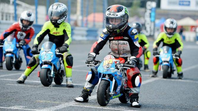 Moto Junior: Adrenalinové závodění od útlého věku