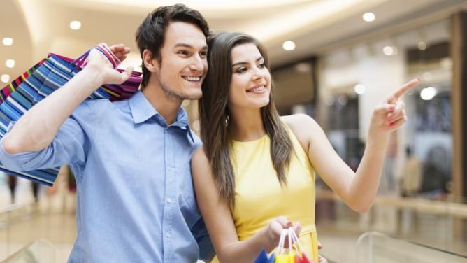 11vět, které by měl správný muž říkat, pokud jde se ženou nakupovat oblečení