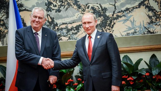 Střelba na novináře: Zeman zavelí a Putinův pilot pálí ostrými