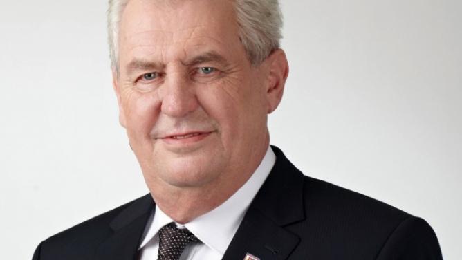 Miloš Zeman tento týden poletí do Ruska nechat si od Putina podepsat novou pracovní smlouvu