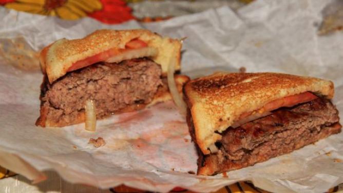 7× Louis' Lunch: Jak chutná nejstarší burger na světě?