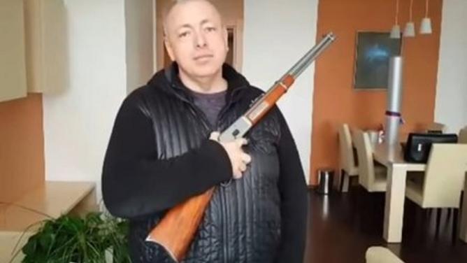 Češi jako národ pistolníků: poslanci schválili použití zbraní kobraněstátu
