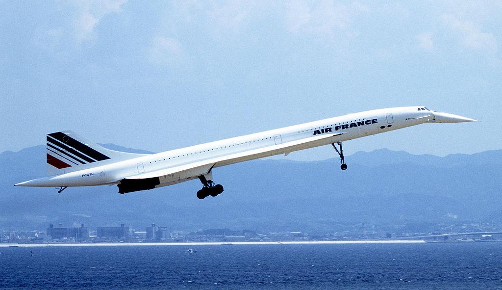 Concorde přistávající na Kansai International Airport. Rok 1994.