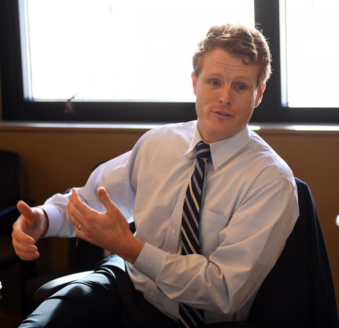 Joe Kennedy III je americký politik, kongresman za Demokratickou stranu.