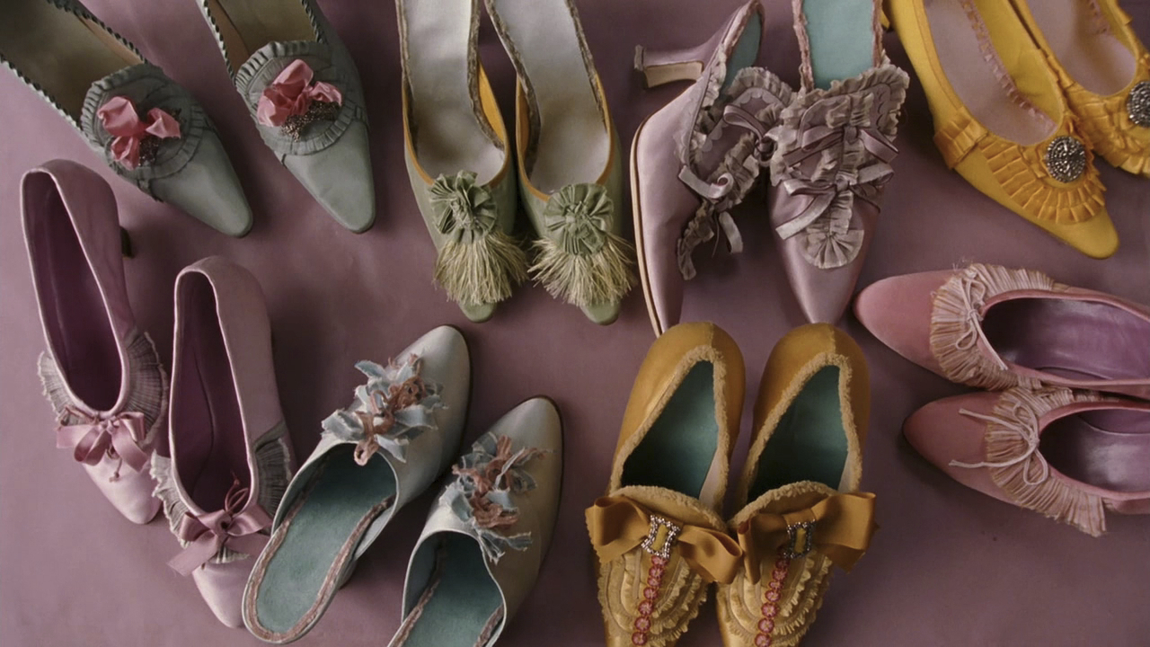 Blahnik navrhoval boty také pro osobitý životopisný snímek Sofie Coppoly Marie Antoinetta.