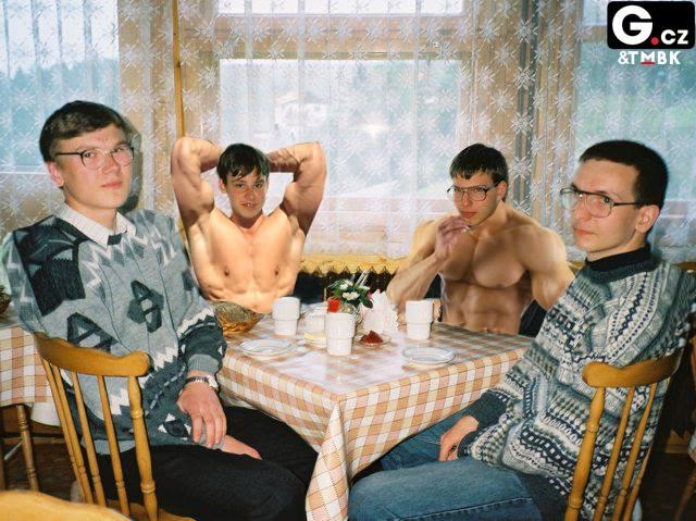 Šachisté čekající na výsledek dopingové zkoušky. (Na fotografii jsou ruští šachisté ti dva vzadu.)