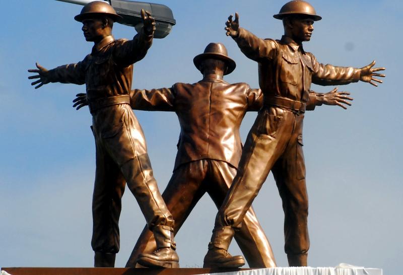 Památník parašutistům na místě atentátu