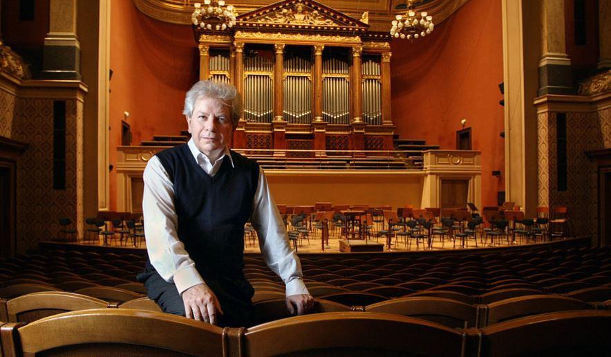 Jiří Bělohlávek proslul po celém světě. Přesto ale nejraději hrál doma v Česku skladby českých autorů.
