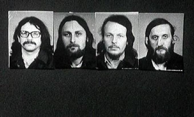 Zleva Ivan Jirous, Pavel Zajíček z DG 307, písničkář a duchovní Sváťa Karásek a Vráťa Brabenec z PPU.