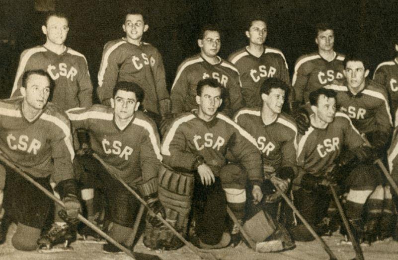 Že nevíte, kdo je na fotce? Nevadí, pokud současný český tým prohrává, stačí říct, že tenhle hrál líp a hned jste za odborníka.