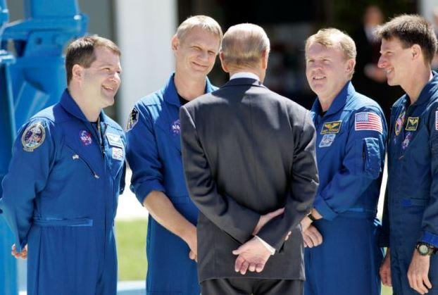 Tito astronauti měli štěstí, že podle prince Philipa nebyli moc tlustí, a tak se mohli podívat do vesmíru.