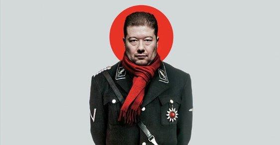 Generál Okamura - vrchní velitel tankové divize islamofobů