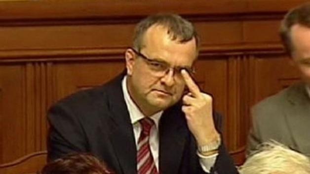 Jak komunikují politické strany? Ač může Miroslav Kalousek občas působit jako hulvát, jeho TOP 09 si v analýze komunikace vede dobře.