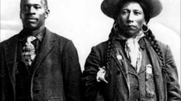I američtí indiáni vlastnili v minulosti černé otroky. Jejich potomci dnes usilují o zrovnoprávnění.