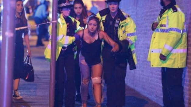 Díky selhání ochranky pronikl terorista mezi návštěvníky koncertu s výbušninou.