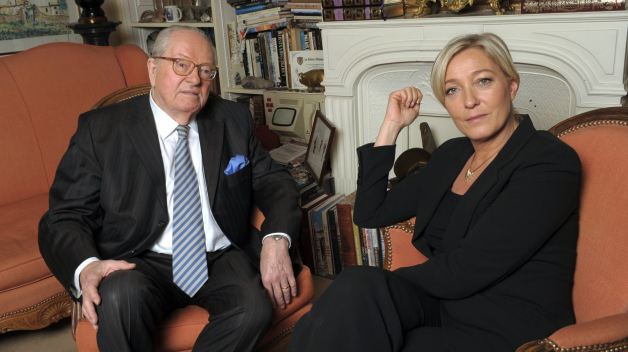 Marine Le Penová se svým otcem Jean Marie Le Penem. Oba doplatili na to, že pro většinu Francouzů je jejich politika prostě moc extremistická.