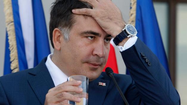 Gruzínský exprezident Michail Saakašvili má problém. Doma v Gruzii je trestně stíhán, Ukrajina ho zbavila občanství a hodlá ho vydat spravedlnosti a on tak bude nejspíše muset žádat o azyl v USA.