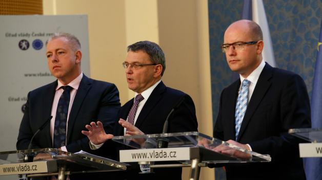 ČSSD zažívá personální zemětřesení. Předseda Bohuslav Sobotka v čele strany končí a bude nahrazen Milanem Chovancem. Do voleb ale povede ČSSD Lubomír Zaorálek.
