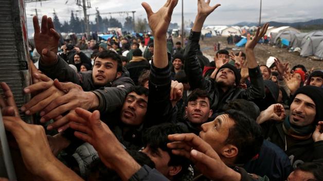 Kvóty na přerozdělování uprchlíků platí a musí se dodržovat. Co na tom, že jsou nefunkční a uprchlickou krizi nijak nezmírňují.