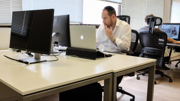 Příslušníci židovské komunity musí na sociálních sítích trpět antisemitismus.