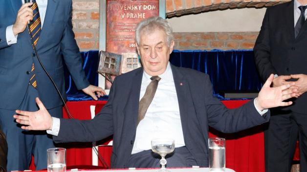 Šprýmař Miloš Zeman se svým transparentním účtem je nejlepší bankovní kampaní všech dob.