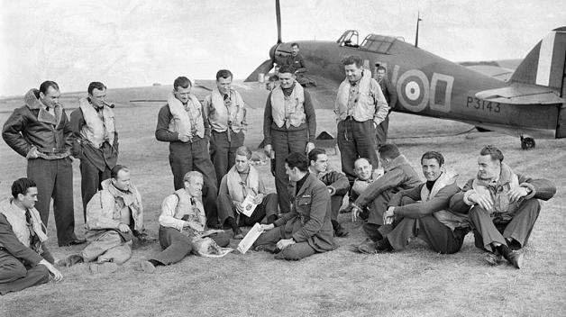 Piloti 310. československé stíhací perutě RAF