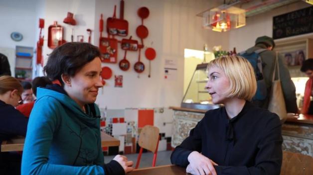 O čem je projekt Kuchařky bez domova? Jak se daří jídelně, kterou v jeho rámci před rokem otevřeli lidé z organizace Jako doma.