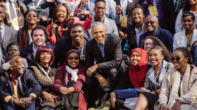 I když už není ve funkci, pořád je v jednom kole. Věnuje se práci pro neziskovou nadaci Obama Founda.tion