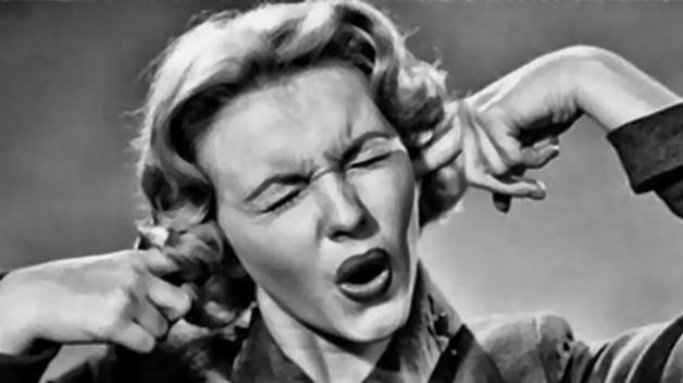 Česká republika se pohybuje těsně pod 15 procenty obyvatel, které doma obtěžuje nadměrný hluk.
