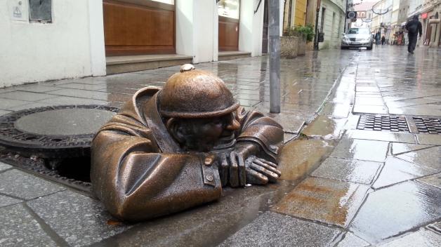 """Kdybyste náhodou měli tendenci se ztrácet, tohle je jeden z neodmyslitelných """"záchytných"""" bodů bratislavských ulic, místní Čumil"""