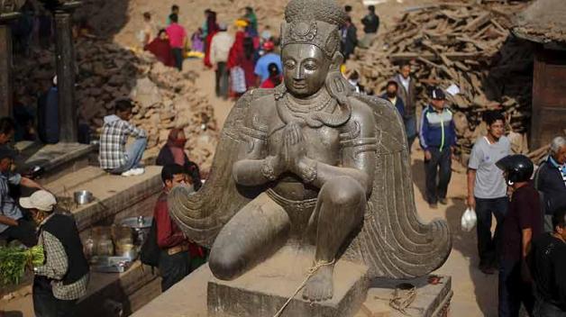 Cesta do Nepálu je nejsnadnější a zároveň i nejjistější způsob, jak zemětřesením postižené zemi pomoci. Už jenom tím, že tu budete utrácet peníze, přispějete místním lidem nejen na základní obživu, ale i na obnovu zničených domů a cest.