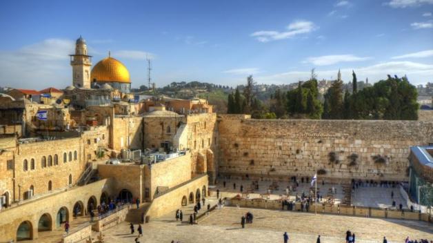 Čeští poslanci se postarali o to, že vyslovili nesouhlas antisemitskou rezolucí UNESCO, podle které by Jeruzalém již neměl být hlavním městem Izraele a posvátné židovské památky by měly být označovány jen arabsky.