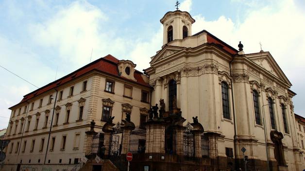 Barokní chrám sv. Cyrila a Metoděje má za sebou pohnutou minulost. Nachází se ve zrušeném kostele sv. Karla Boromejského, který byl málem zbourán a nalezli zde svou smrt výsadkáři, kteří zabili Reinharda Heydricha.