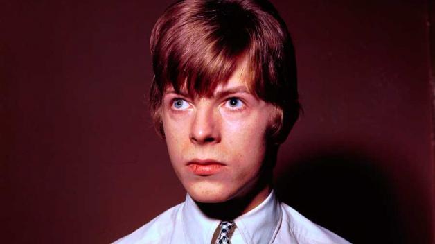 Bowie měl obě oči stejné. Jen jedno měl poškozené.